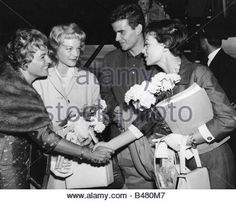 Schneider, Romy, 23.9.1938 - 29.5.1982, German actress, half length, with mother Magda Schneider, Horst Buchholz - Stock Photo