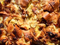 Onion, Bacon, and Swiss Cheese Strata This hearty strata is inspired by dish commonly found in beer halls throughout Germany, called kaese spaetzle. Strata Recipes, Brunch Recipes, Breakfast Recipes, Brunch Dishes, Breakfast Items, Breakfast Dishes, Easter Recipes, Meatloaf Recipe With Cheese, Meatloaf Recipes