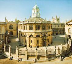 Sheldonian Theatre, Oxford built to a design by Sir Christopher Wren British Architecture, Baroque Architecture, Historical Architecture, Oxford England, Travel Around The World, Around The Worlds, Places To Travel, Places To Visit, Oxford City