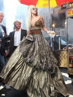 Lady Gaga Poses For Annie Leibovitz: 'Vanity Fair' Photo Shoot Annie Leibovitz Photos, Annie Leibovitz Photography, Lady Gaga Fashion, Foto Fashion, Vogue Fashion, Trendy Fashion, High Fashion, William Eggleston, Joanne Lady Gaga