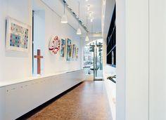 Öffentliche Projekte - Domino LAERCHE Vulcano gebuerstet weiss geoelt Wood Block Flooring, Wood Blocks, Photo Wall, Stairs, Home Decor, Projects, Photograph, Stairway, Decoration Home