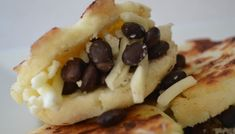 Learn how to make Arepas de Queso - a staple from Colombia and Venezuela. Learn how to make Arepa Rumbera, Arepa Pabellón, Reina Pepiada, Cachapas and more. My Colombian Recipes, Colombian Food, Slow Cooked Chicken, How To Cook Chicken, Dominos Recipe, Recipe Master, Rib Meat, Sammy, Fresh Avocado