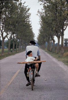 ♥ Iconic image of France. - Would love to ride through the French countryside on my bicycle with a loaf of bread and a bottle of wine.