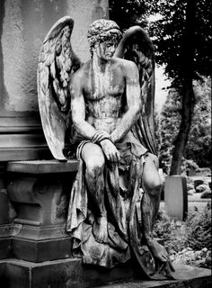 I have never seen an angel statue look so human Angels,cemetary Crypt Mausoleum,Cemeteries, Cemetery Angels, Cemetery Statues, Cemetery Art, Male Angels, Angels And Demons, Art Sculpture, Sculptures, Memes Arte, Old Cemeteries