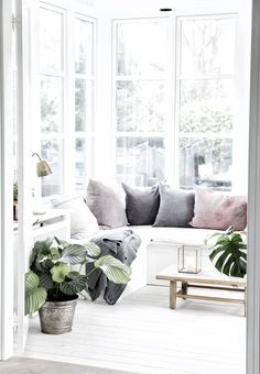 Love the pastels, the white, the light, the green... | wwwkiem-wayoflife.com