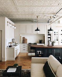 I love this interior design! It's a great idea for home decor. Home design. Deco Design, Küchen Design, Home Design, Interior Design, Chair Design, Style At Home, Country Look, Open Kitchen And Living Room, Space Kitchen