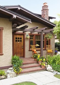 This Old House — Recrafting a 1915 Craftsman With the help of its...