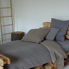 How to make a pallet bed.