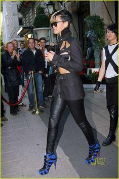 Rihanna Sizzles in Jean-Paul Gaultier Show for Paris Fashion Week.♪ღ♪♪♪Rihanna♥✿♪ღ♪♪ღ♪ ♪ღ♪♪ღ♪Fashion Queen♪ღ♪♪ღ♪ ✿♪♪♪╰⊰✿♪♪♪╰⊰✿♪♪♪╰⊰✿♪♪♪╰⊰✿´ ♕♪♫ ♪♫ ♪♫ ♪♕♪♫ ♪♫ ♪♫♕ Rihanna Casual, Rihanna Style, Rihanna Fashion, Rihanna Mode, Rihanna Fenty, Fashion Week Paris, Fashion Killa, Look Fashion, Fashion Black