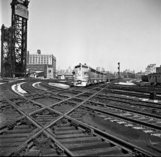 https://flic.kr/p/E82P8d | ATSF, Chicago, Illinois, 1950 | Santa Fe westbound passenger train departing Chicago at 21st Steet Tower on October 9, 1950. Photograph by Wallace W. Abbey, © 2015, Center for Railroad Photography and Art. Abbey-01-131-08
