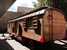 Umgebauter Zirkuswagen | My home is my horst