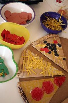 Cardboard Pizza Making- pizza store at a dramatic play centre Toddler Activities, Preschool Activities, Kids Crafts, Restaurant Themes, Preschool Restaurant, Pizza Restaurant, Dramatic Play Centers, Dramatic Play For Preschool, Food Themes