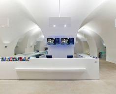 Lichte Halle: Die fünf Meter hohen Gewölbe bleiben auch im modernen Gewand als historische Struktur erkenn- und erlebbar.