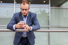 Un démarcheur qui ne vous lâche pas ? Un contact qui vous appelle plusieurs fois par jour ? Vous êtes victime de harcèlement ? Nombreuses sont les raisons qui peuvent vous pousser à vouloir bloquer un numéro mais souvent cela reste difficile à trouver sur les smartphones. Voici le mode d'emploi qui vous manquait.