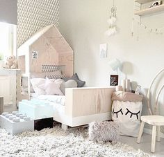 How cute is this bed?! Such a fun space! Via @fru_zakrisson