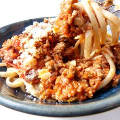 An easy spaghetti meat sauce recipe that is quick to throw together and so delicious. Easiest Spaghetti Sauce Recipe from Grandmothers Kitchen. Meat Sauce Recipes, Easy Meat Recipes, Pasta Recipes, Easy Meals, Dinner Recipes, Cooking Recipes, Bento, Spaghetti Meat Sauce, Grandmothers Kitchen