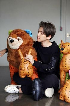 EXO members D.O, Baekhyun, and Kai are looking absolutely adorable with stuffed animals in behind-the-scenes cuts from their upcoming video w… K Pop, Chanyeol Baekhyun, Park Chanyeol, Laura Lee, 2ne1, Got7, Kdrama, Exo Korean, Korean Wave