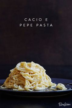 Cacio e pepe spring dinner pasta Ravioli, Easy Vegetarian Dinner, Dinner Healthy, Vegetarian Food, Healthy Food, Pasta Dishes, Italian Recipes, The Best, Food To Make