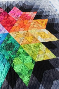 This is Phyl's Gravity quilt and it is a pattern by Jaybird Designs.  I quilted one last year and you can see it  here . Phyl liked h...