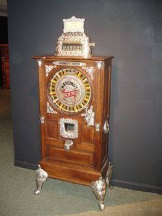 Antique slot machine the Watling jack pot slot machine