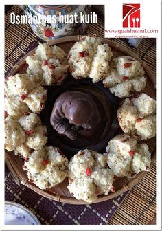 Osmanthus Goji Berries Huat Kuih (桂花枸杞发糕)    #guaishushu #kenneth_goh… Chinese New Year Cookies, Moon Cake, Foodies, Berries, Breakfast, Board, Mooncake, Morning Coffee, Bury