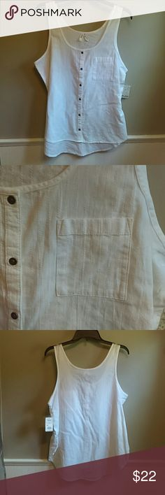 Button up tank top A white Mudd button up tank top with a simple design. Easy to wear for something dressy or simple enough to wear with just Jean shorts. Comes with an extra button. Mudd Tops Tank Tops