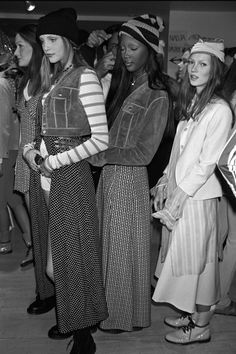 Backstage, marc jacobs for perry ellis s/s new york from left: nadja auermann, naomi campbell, kate moss Grunge Style, Soft Grunge, Neo Grunge, Marc Jacobs, Perry Ellis, Rachel Green, Le Happy, Cindy Crawford, Fashion History