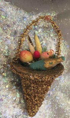 Vintage-Victorian-Tinsel-Decorated-Basket-w-Paper-Mache-Fruit-Contents
