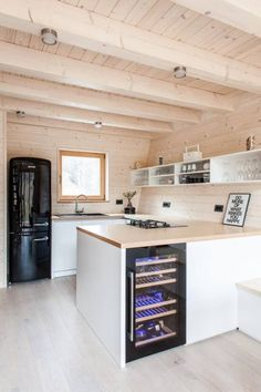construim case din lemn, case de locuit si case de vacanta. Putem construi in baza unei schite, sau, puteti alege de pe site-ul nostru o casa care ar corespunde nevoilor dvs. La toate casele de pe site, se pot face modificari in functie de necesitatile clientului. site: http://casedinlemn.com
