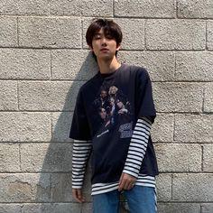 omg is he real Wonwoo, Woozi, Kpop Fashion, Korean Fashion, Airport Fashion, Seventeen Minghao, Jisoo Seventeen, Hip Hop, Seventeen Wallpapers
