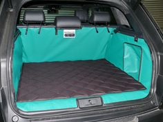 Its inevitable that dogs get smelly especially when they get wet. Hatchbag have developed a quilted blanket which contai… Car Boot, Dog Rooms, Pet Odors, Service Dogs, Dog Accessories, 4runner Accessories, Dog Grooming, Grooming Shop, Dog Care