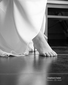 Une photo en gros plan suggère l'histoire sans complètement la raconter - Emmanuel Baron - Complément d'Instant - Photographe de mariage - #mariage #wedding