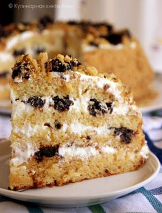 Honey cake with prunes. Russian Pastries, Russian Cakes, Russian Desserts, Russian Recipes, Sweet Recipes, Cake Recipes, Kitchen Aid Recipes, Easy Cake Decorating, Honey Cake