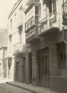 En el n. 2 de la Calle de la Palma, nació Carmen Conde el 15 de agosto de 1907.