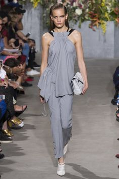See the entire Spring 2018 collection from Jason Wu.