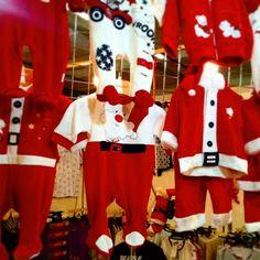 Tante idee regalo per il natale a #mostrartigianato...anche per i piú piccoli. #artigiani #lariofiere #natale #ideeregalo #erba #elmepe #bimbi #tutina #natalizio #regalo