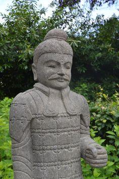 Chinese Krijger van Groensteen, handgemaakt. http://www.beeldenvallei.nl/overige-beelden/diversiteit-beelden/chinese-krijger-beeld-groensteen-150-cm