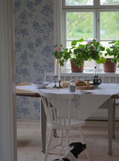 Underbaraclaras new dining room is lovely! I want a home that looks like this! Swedish Cottage, Scandinavian Living, Sweet Home, Decor, House Interior, Interior, Swedish Decor, Home Decor, Dining Room Inspiration