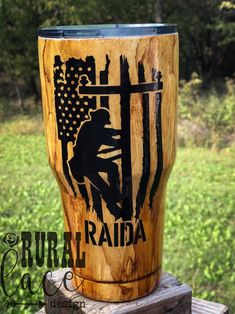 Woodgrain lineman stainless steel tumbler by Rural Lace Design Diy Tumblers, Personalized Tumblers, Glitter Tumblers, Cup Design, Lace Design, Diy Hydro Dipping, Yeti Cup, Glitter Cups, Craft Corner
