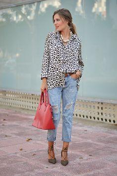 Mi aventura con la moda: LEOPARD PRINT Blusas Animal Print, Animal Print Blouse, Blouse Outfit, Pants Outfit, Boyfriend Jeans, Outfits Con Camisa, Leopard Blouse, Leopard Fashion, Looks Street Style