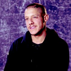 juice ortiz and tara knowles | actor:-theo-rossi. He has a Beautiful smile in this!