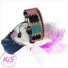 Zestaw 2 bransoletek ze szklanych japońskich koralików TOHO Kolorystyka: złoty różowy, różowy, czarny, szaro-niebieski Pasuje na nadgarstek o obwodzie od 16,5 do 18 cm Kolekcja MATOWY LOOK to oryginalne wzory i kolory, które pozwalają poczuć się wyjątkowo :) Wybierz skarb dla siebie lub spraw prezent komuś bliskiemu. Friendship Bracelets, Captain Hat, Hats, Jewelry, Fashion, Moda, Jewlery, Hat, Bijoux