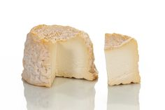 De langres is een gewassen korst kaas. De korst is kleverig glanzend met een uitgesproken smaak en geur. De bovenkant van de kaas is enigszins hol, aangezien de kaas niet wordt gekeerd tijdens de r...