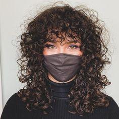 Curly Shag Haircut, Curly Hair Fringe, Dyed Curly Hair, Shoulder Length Curly Hair, Curly Hair Types, Loose Curly Hair, Long Hair Cuts, Curly Hair With Bangs, Long Hair Styles