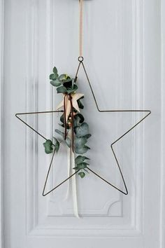 30 Minimal Christmas Decor Ideas for The Subtle-Lovers Out There! 30 Minimal Christmas Decor Ideas for The Subtle-Lovers Out There! Minimal Christmas, Danish Christmas, Winter Christmas, Christmas Home, Christmas Wreaths, Christmas Crafts, Homemade Christmas, Christmas Stars, Advent Wreaths