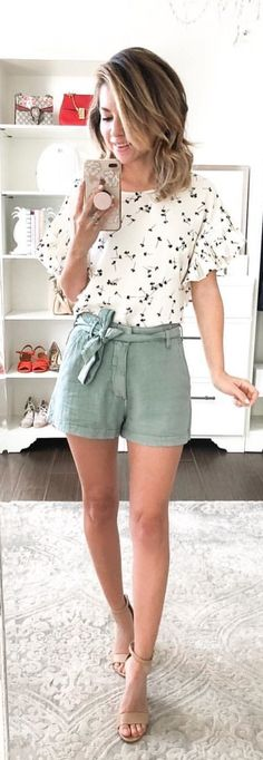 #spring #outfits woman wearing gray shorts pretty blouse. Pic by @monicsutter