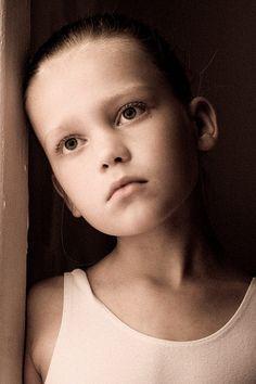 Waiting | child, emotion, sepia