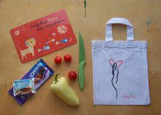Kresba na textil by Lady Lu * Taštička na sváču i na knihu. Pro děti i dospěláky. * #bag #drawing #ladylu Oreo, Reusable Tote Bags, Textiles, Drawing, Draw, Cloths, Drawings, Fabrics, Textile Art