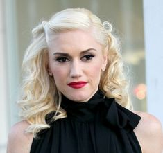 Gwen Stefani rocks a curly hairstyle