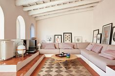 Inside an Artfully Imperfect Home in the Catalonian Countryside - The New York Times Interior Design Magazine, Interior Design Programs, Best Interior Design, Interior Rugs, Interior Design Living Room, Living Room Decor, Living Rooms, Built In Sofa, Atlanta